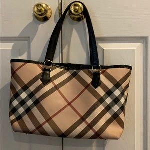 Handbags - Burberry Tote